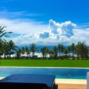 Komune Resort - Beachfront Pool Suite